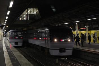 2012年11月5日、新所沢、2番ホームに停車した10106Fの131レ。