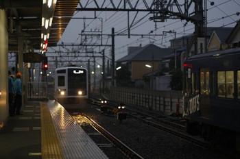2012年11月6日 6時21分ころ、保谷、中央が2番ホームへ到着する6112Fの上り回送列車(10M運用)。