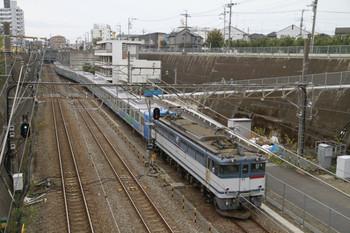 2012年11月11日 8時54分ころ、新秋津、到着するEF65-2074F+38113F+32105F。