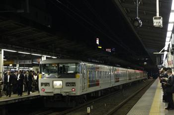 2012年11月12日 17時50分頃、池袋、3番ホームを田端方面へ通過する185系の回送列車。