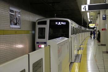 2012年11月23日 13時41分ころ、池袋、引き上げ線から4番ホームへ入線する西武6115F(62S運用)の試運転列車。