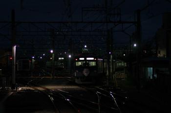 2012年11月24日 6時7分ころ、保谷、2番ホームから25番線へ進む3015F回送列車。