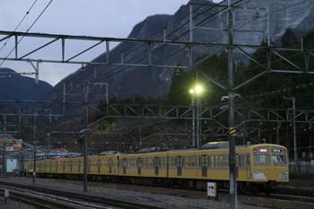 2012年12月9日 16時35分ころ、横瀬、側線に通電状態で留置の271F+285F+281F。