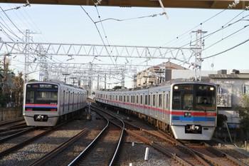 2013年1月1日、高砂、3821ほか6両編成の普通 成田ゆき(829列車)。