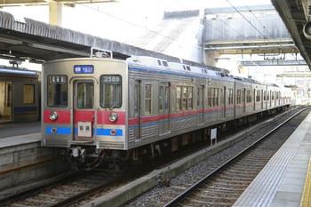 2013年1月1日、津田沼、3585ほか4両編成の普通 千葉ゆき(10B51列車)。