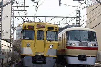 2013年1月9日、高田馬場~下落合、右が10105Fの113レ。