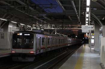2013年1月11日、石神井公園、東急 4104Fの6554レ。