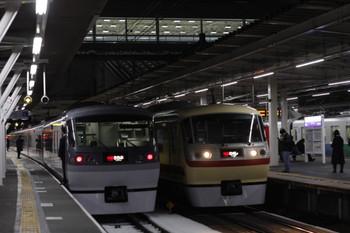 2013年1月15日、所沢、左が10109Fの31レ、右は10105Fの40レ。