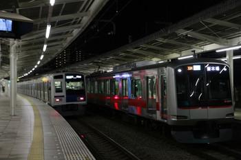 2013年1月20日、入間市、右が30M運用・4406レの東急4104F。