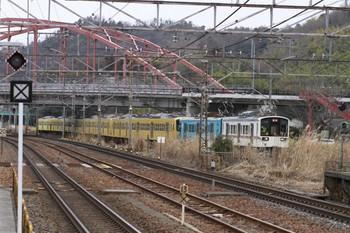 2013年2月5日15時4分ころ、彦根、近江鉄道の小型電車2両に牽引され同鉄道構内へ進む西武N101系8両。