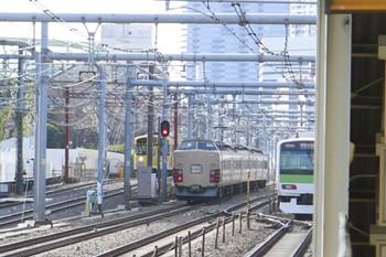 2013年2月9日、高田馬場~新大久保、中央が大崎方面へ向かう183系(?)の試運転列車。