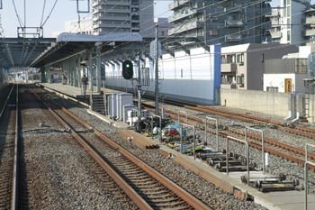 2013年2月11日 午後、練馬高野台駅の池袋方、下り列車から撮影。