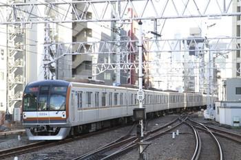 2013年2月16日、渋谷、到着するメトロ10004Fの06132列車。