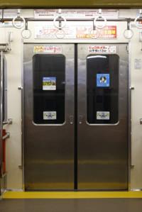 2013年2月26日、2531Fの側扉の車内側。