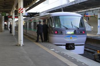 2013年3月9日 16時50分頃、武蔵藤沢、10107Fの上り「小さな旅」号。