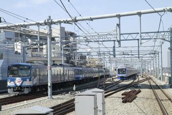 2013年3月16日 11時12分ころ、石神井公園、6番線で折り返しを待つ横浜高速鉄道のY513F。左は3015Fの5111レ。
