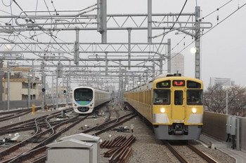 2013年3月18日 朝6時18分頃、石神井公園、6番線に38107Fが留置中。