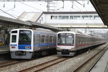 2013年3月24日、仏子、右が中線に停車する東急 5160Fの上り回送列車。
