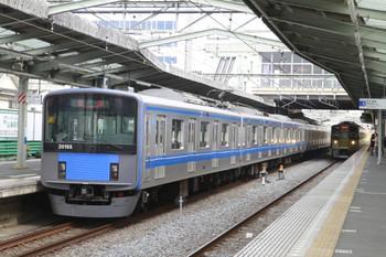 2013年3月24日 14時20分、清瀬、左が2番ホームから発車した20155Fの上り回送列車。