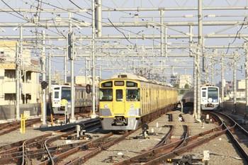 2013年5月5日、石神井公園、これから豊島園駅へ送りこまれる2089Fが6番線に停車中。