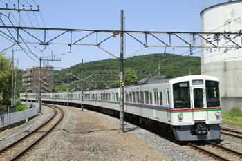 2013年5月24日 10時38分頃、高麗、2番ホームを通過する4001F+4011Fの上り回送列車。
