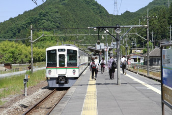 2013年5月24日、武蔵横手、発車した4001F+4011Fの5093レ。