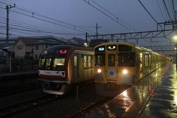 2013年6月24日、仏子、左がメトロ10006Fの上り回送列車(77S運用)。右は3126レ。