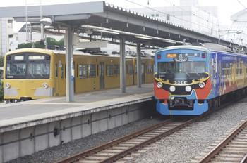 2013年7月6日、東長崎、右が2104レの3011F。左は3001Fの下り回送列車。