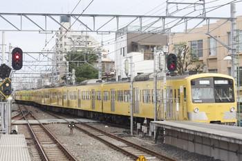 2013年7月6日 6時27分、東長崎駅、上り4番ホームから発車した3001Fの下り回送列車。