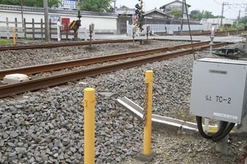 2013年7月13日、元加治、仏子寄りの上り線の地上子と線路脇の箱。