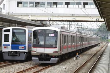 2013年7月21日、仏子、中線で待避する東急5159Fの上り回送列車。左は、通過する西武6113Fの1710レ。