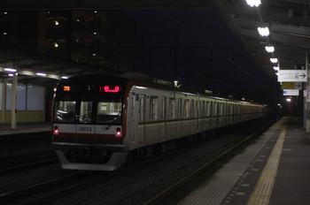 2013年7月15日 19時14分頃、仏子、中線から発車するメトロ10023Fの上り回送列車(77S運用)。