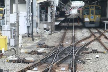 2013年7月27日、所沢、池袋線上り列車の先頭からホーム飯能方を撮影。