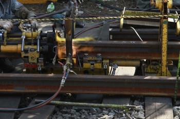 2013年8月28日 14時半頃、大泉学園駅のロングレールの溶接作業。