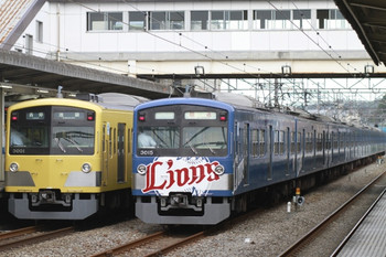 2013年9月23日、仏子、左が3001Fの5116レ、右が中線で待避する3015Fの上り回送列車。