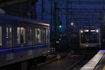 2013年9月29日 17時47分頃、西所沢、右が東急5172Fの各停 小手指ゆき(19K運用)。