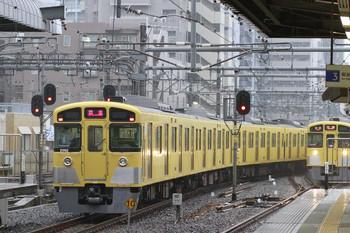 2013年10月5日、練馬、左が2091Fの豊島園ゆき下り回送列車。右は2085Fの5604レ。