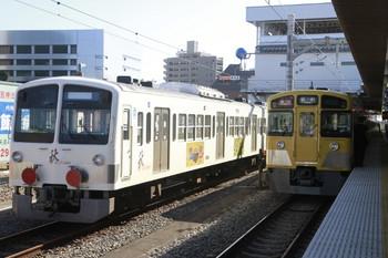 2013年10月27日、所沢、左が1251F+263Fで右が2089Fの2129レ。