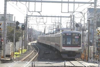 2013年11月14日、大泉学園、9分ほど遅れの3801レ。いつもの8両編成で本日は東急5167F。