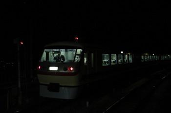 2013年12月14日 17時51分、入間市、4番ホームを通過した10105Fの鉄コン!臨時特急。