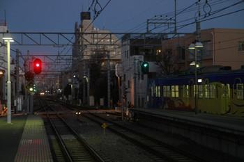 2013年12月15日 6時26分頃、東長崎、4番ホームから発車した3011Fの下り回送列車。3011Fをやり過ごす10110Fの特急62レが奥に見えます。