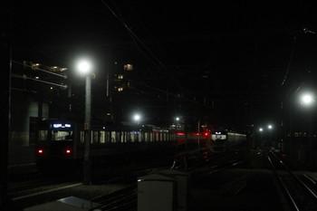 2013年12月28日、石神井公園、左が6152Fの6501レ。右は6番線で出発を待つ38107Fの上り回送列車。