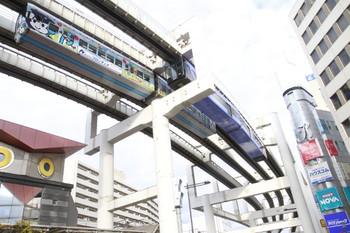 2014年1月5日、千葉、千城台発と県庁前発のモノレールが並んで到着。