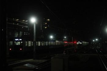 2014年1月18日、石神井公園、2番線から発車した6115Fの6501レと6番線の38107F。