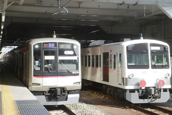 2014年1月18日、所沢、左が1705レの東急5176F・右が多摩川線へ回送される1247F。