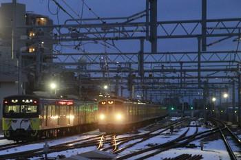 12014年2月11日、石神井公園、左が5205レの3011F、右は5番線で折り返す2075F。