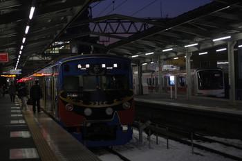 2014年2月17日、清瀬、左が5851レで到着した3011F。右は夜間滞泊の東急5170F。