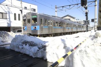 2014年2月22日、御花畑、発車した1526レ。
