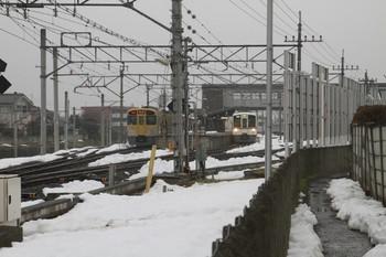 2014年3月1日 16時17分頃、西武秩父、2079Fの1002レ(左)と4009Fの上り回送列車(右)。