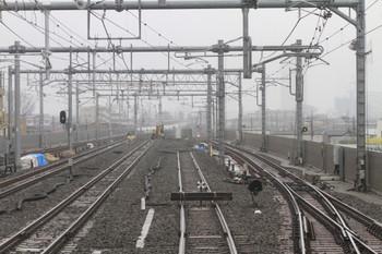 2014年3月2日、石神井公園、下り列車の最後部から撮影。先にユンボが見える線路が、今回 まっすぐになった6番線です。